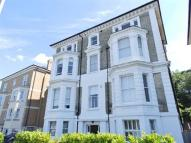 1 bedroom Flat for sale in Avenue Elmers, Surbiton...
