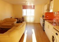 Flat to rent in Fleece Road, Long Ditton...