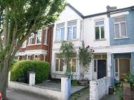 Flat to rent in Ellerton Road, Surbiton...