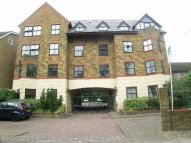Flat to rent in Surbiton Hill Park...