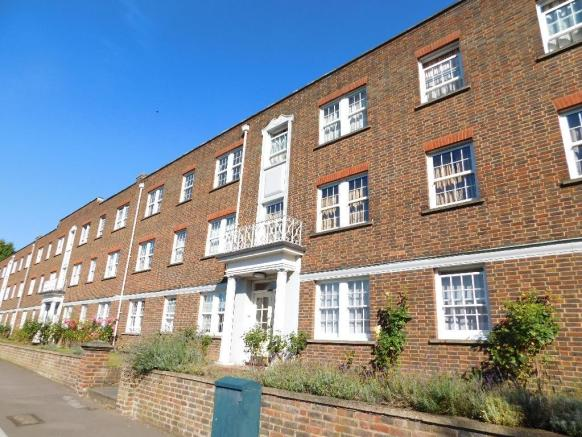 2 bedroom apartment for sale in home park walk kingston upon thames kt1