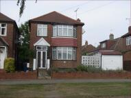 3 bedroom Detached home in Mays Lane, Barnet