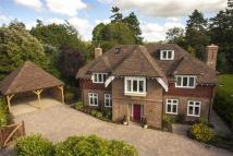5 bed Detached house in Courts Hill Road...