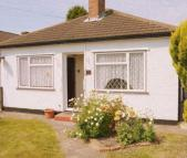 3 bed Semi-Detached Bungalow to rent in Whiteheart Avenue...