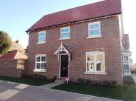 3 bedroom house to rent in Crawley Hobbs Close...