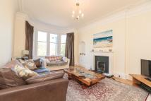 3 bedroom Flat in MERCHISTON CRESCENT...
