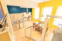 3 bed Town House in SINCLAIR PLACE, GORGIE...