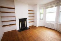 Flat to rent in Shacklewell Lane...
