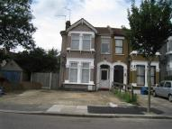 1 bedroom Flat to rent in Seymour Gardens, Ilford