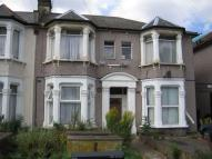 Flat to rent in Selborne Road, Ilford...