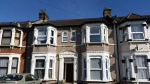 Flat to rent in Belgrave Road, Ilford...