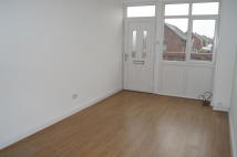 Flat to rent in 35a Underwood Drive...