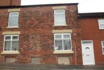 Flat to rent in Flat 1 Library Street...