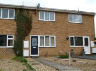 Terraced house to rent in Dunstable Close...