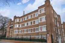 Flat to rent in Warwick Gardens London...