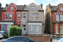 Flat to rent in Ellison Road, Streatham...