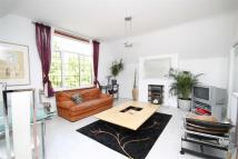 Flat for sale in Grove Road...