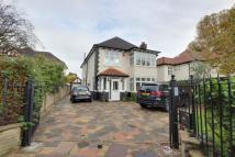 4 bedroom Detached home in Bush Hill, London, N21