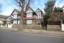 5 bedroom Detached home in Enfield, EN1