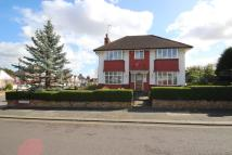 4 bed Detached property in London, N21