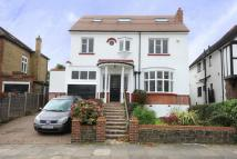 5 bed Detached property in Vera Avenue, London, N21