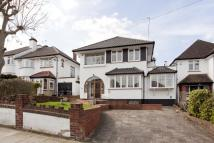 4 bedroom Detached property in Winchmore Hill N21