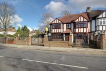 6 bedroom semi detached house in Wades Hill, London, N21