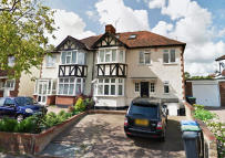 5 bed semi detached property for sale in London, N21