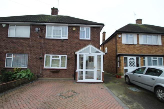 bedroom semi detached house to rent in lansbury drive hayes