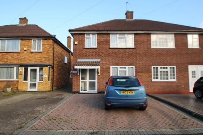 bedroom semi detached house for sale in lansbury drive hayes