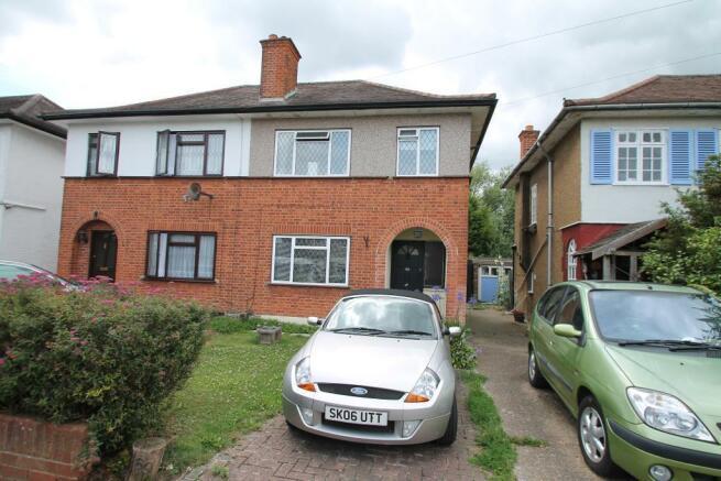 bedroom semi detached house to rent in grosvenor avenue hayes ub4