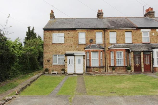 bedroom terraced house for sale in yeading fork hayes middlesex