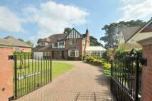 4 bedroom Detached home in Golf Links Road...