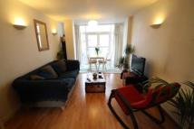 Flat to rent in Palmers Road...