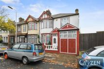 5 bed property in Fawn Road, London