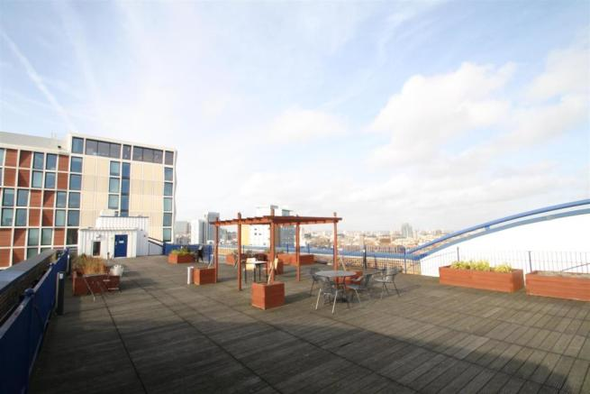 COMMUNAL ROOF TERRACE SEATING