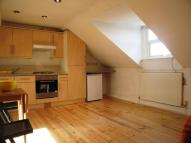 Flat to rent in Holloway Road, London...