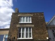 High Street Flat to rent