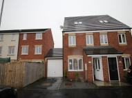 3 bed semi detached house in Dolphin Grove, Blyth...