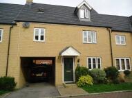 4 bed semi detached property in Finbracks, Stevenage