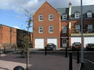 Flat to rent in Lynmouth Road, Swindon...