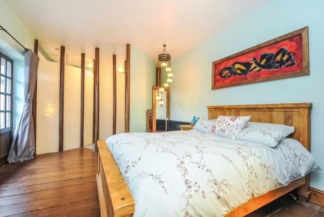 Main Bedroom Has Concealed Wet Room En-suite