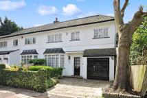 4 bedroom semi detached house in Edgware, Middlesex