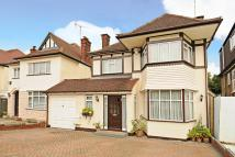 4 bed Link Detached House in Edgware, Middlesex