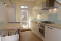 2 bedroom Flat in Woodford Green IG8