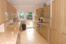 Flat to rent in Woodford