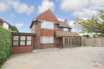 4 bed Detached home in London Road East...