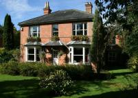 4 bedroom Detached property to rent in Broadlayings...