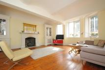 3 bedroom Apartment in Richmond Hill, Surrey