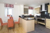 Apartment to rent in Brewhouse Lane, London